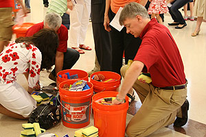 cleanup-bucket-mission-preston-hollow-pc02
